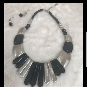 Jewelry - GUC BLACK AND SILVER TONE NECKLACE SET